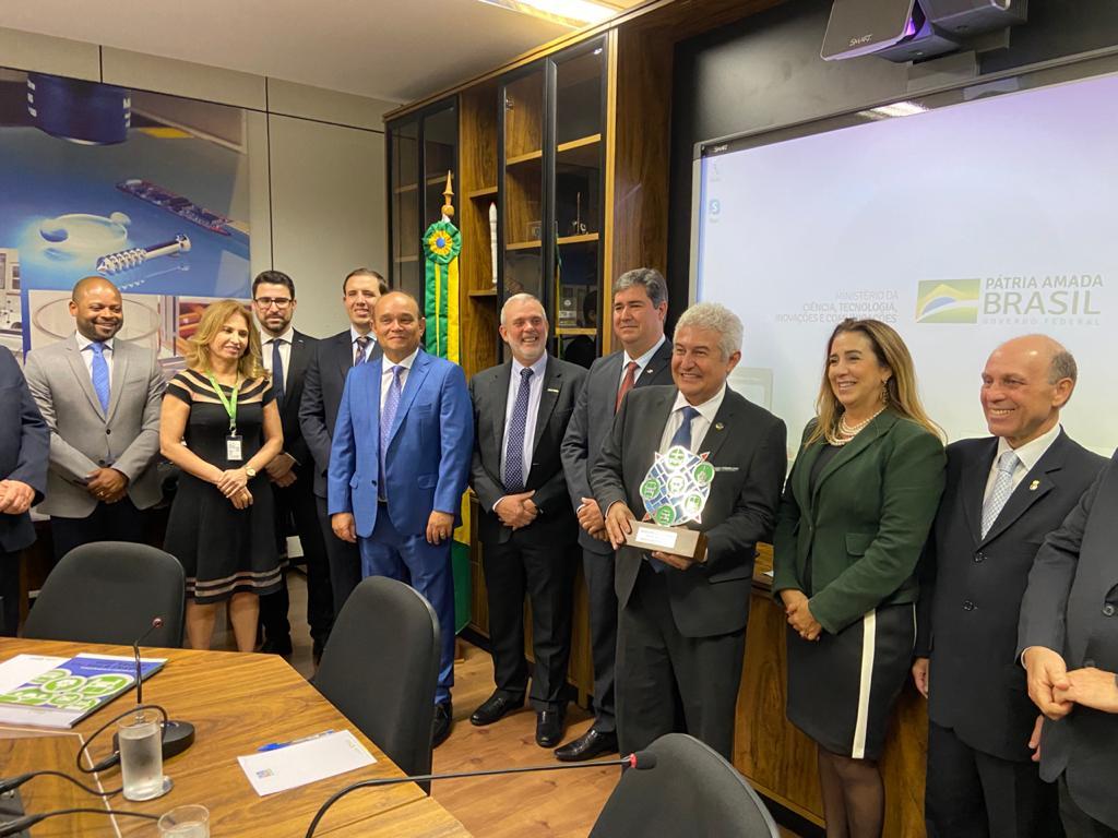 Conselho do Frotas & Fretes Verdes entrega relatório do Seminário 2019 ao ministro Marcos Pontes