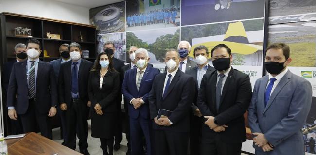 Presidente e conselheiros do Instituto Besc são recebidos pelo ministro astronauta Marcos Pontes
